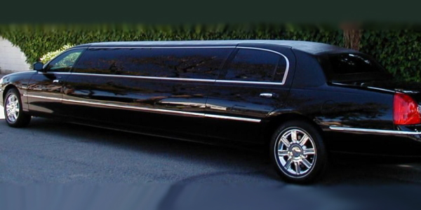 8 passenger lincoln stretch limo - driver