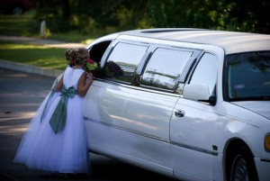 White_Lincoln_Wedding_Limo_image